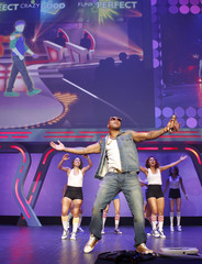 """Rap artist Flo Rida performs with dancers during a segment promoting the newest version of video game """"Dance Central 4"""" at the Ubisoft press briefing during the E3 game expo in Los Angeles"""