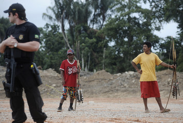 Brazilian Federal Police officers talk to Amazonian Indians who are occupying the Belo Monte hydroelectric dam near Altamira