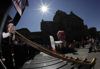 A man plays his alphorn on the Federal Square in Bern