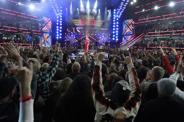 Fans cheer as singer Katy Perry performs during the VH1 Divas Salute The Troops show in San Diego