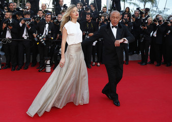 """Actress Amber Heard and Fawaz Gruosi, founder of jewellery company de Grisogono, pose on the red carpet as they arrive for the screening of the film """"Deux jours, une nuit"""" at the 67th Cannes Film Festival in Cannes"""