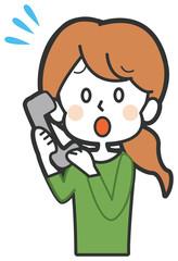 困って電話をする女性