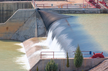 Water cascading out over the edge of a small dam