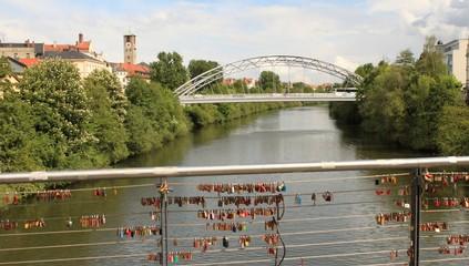 Liebesschösser auf der Bamberger Kettenbrücke / Main-Donau-Kanal in Bamberg