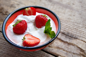 Cottage cheese with strawberry and mint
