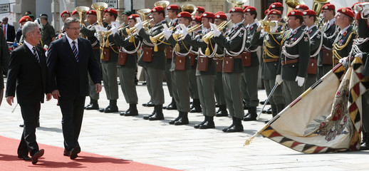 Austria's President Fischer and Poland's President Komorowski review the honour guard in Vienna