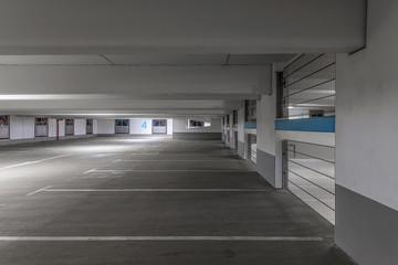 Parkhaus bei Nacht 2