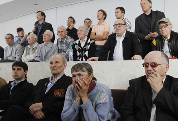 People watch the 12th game of the FIDE World Chess Championship match between Anand of India and Gelfand of Israel in Moscow
