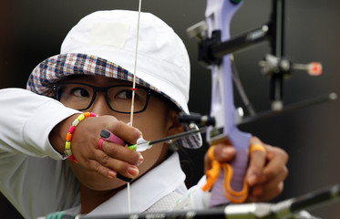 South Korea's Lee Sung Jin takes aim during the women's individual round of 16 eliminations at the Lord's Cricket Ground during the London 2012 Olympic Games