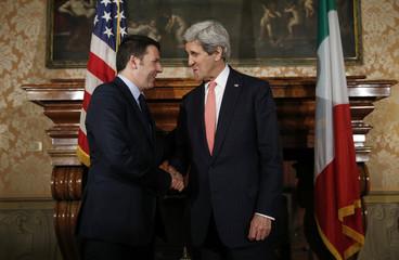Kerry welcomes Renzi to Villa Taverna in Rome