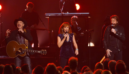 McEntire performs a medley of songs with Brooks and Dunn at the 49th Annual Country Music Association Awards in Nashville