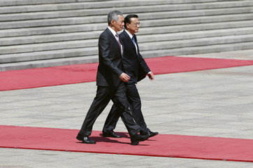 Singapore's Prime Minister Lee Hsien Loong and China's Premier Li Keqiang attend a welcome ceremony outside the Great Hall of the People in Beijing