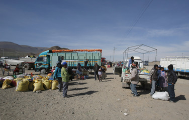 Quinoa producers arrive at a marketplace for small and medium-sized quinoa growers in Challapata, south of La Paz