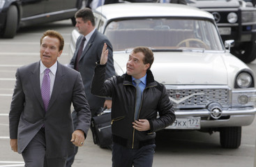 Russia's President Dmitry Medvedev and California Governor Schwarzenegger arrive at the Skolkovo technology centre