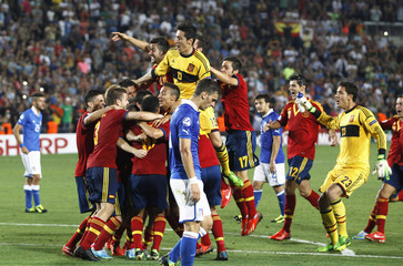 Spain's players celebrate their victory against Italy in the European Under-21 championship final soccer match in Jerusalem