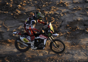 Spain's Joan Barreda Bort rides his Huqsvarna during the tenth stage of the fourth South American edition of the Dakar Rally  from Iquique to Arica