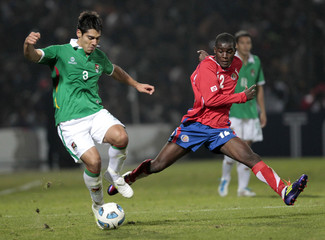 Bolivia's Gutierrez and Costa Rica's Campbell battle for the ball during their match in the first round of the Copa America soccer tournament in Jujuy