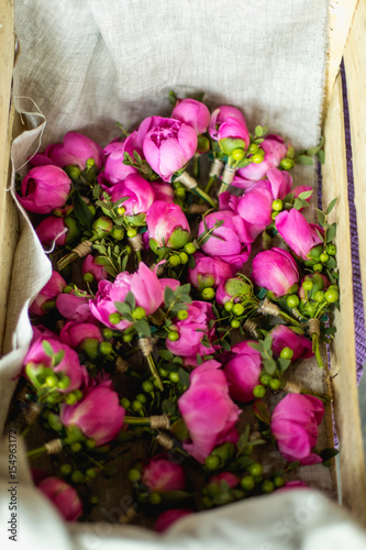 fresh pink tulip flowers in gift box on wooden table top view with copy space photo libre de. Black Bedroom Furniture Sets. Home Design Ideas