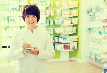 pharmacist working in shop