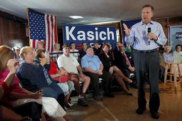 U.S. Republican presidential candidate and Ohio Governor John Kasich holds a campaign town hall meeting in Derry