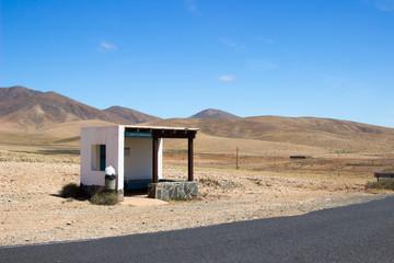 Bushaltestelle im Nirgendwo