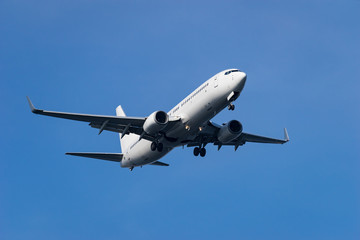 Boeing 737-800 landing