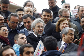 Can Dundar, editor-in-chief of Cumhuriyet, arrives at the Justice Palace in Istanbul