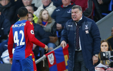 Crystal Palace manager Sam Allardyce gives instructions to Jason Puncheon