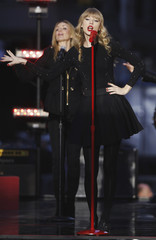 """Singer Taylor Swift performs on stage during ABC's """"Good Morning America"""" in New York"""