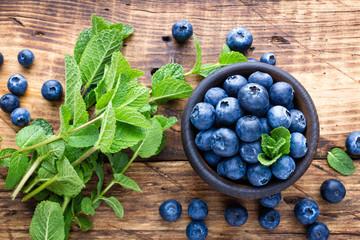 Fresh blueberries in bowl on wooden table Fototapete