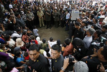 Indonesian President Susilo Bambang Yudhoyono speaks to villagers, who fled from their villages near Mount Merapi volcano, in a temporary shelter in Klaten