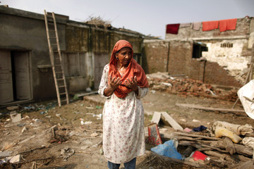 A woman cries in her flood ruined home in Pir Sabaq in northwest Khyber-Pakhtunkhwa Province