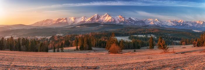 Obraz Morning panorama of Tatra Mountains in early spring, Poland - fototapety do salonu