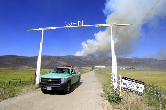 Fire truck leaves former ranch owned by country singer Willie Nielson as the Wood Hollow Fire burns in the background