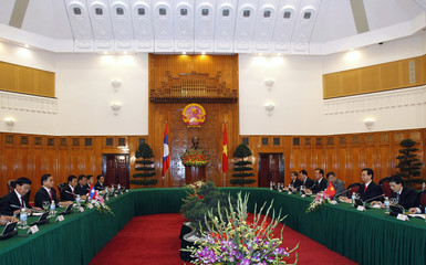 Laos' PM Thammavong and his Vietnamese counterpart Nguyen meet at the Government Office in Hanoi