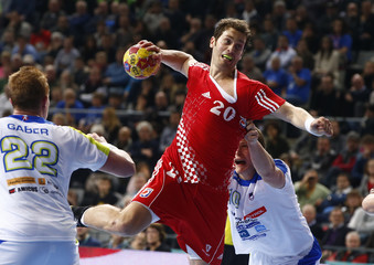 Croatia's Bicanic attempts to score past Slovenia's Gaber and Dolenec during their Men's Handball World Championship third-place match in Barcelona