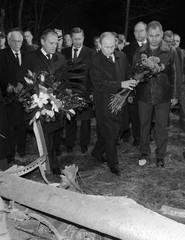 Russia's PM Vladimir Putin and his Polish counterpart Donald Tusk lay flowers at the site of a Polish government Tupolev Tu-154 aircraft crash near Smolensk airport