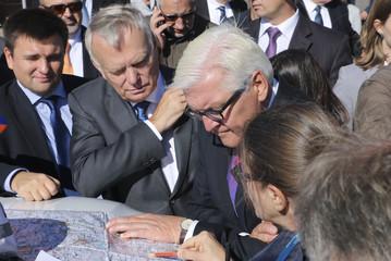 Ukrainian FM Klimkin, German FM Steinmeier and his French counterpart Jean-Marc Ayrault look at the map during the OSCE briefing near Sloviansk in Eastern Ukraine
