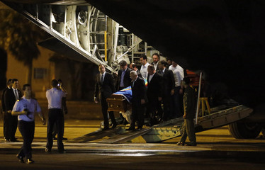 The coffin containing the remains of the late Brazilian presidential candidate Eduardo Campos arrives in Recife