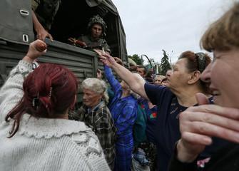 People receive food aid from Ukrainian soldiers in Slaviansk