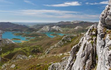 Embalse del Porma desde el Pico Susarón, Boñar, León, España.