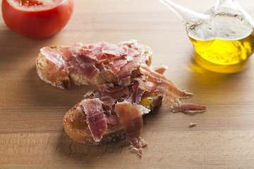 Pan tumaca. Bread with tomato and jamon serrano with olive oil