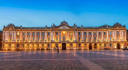 Le Capitole le soir, Toulouse en Occitanie, France