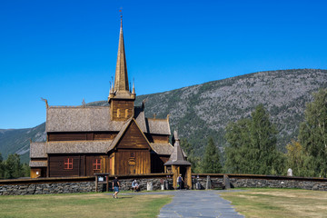 Fotorollo Skandinavien mit dem Wohnmobil durch Norwegen - Stabkirche in Lom