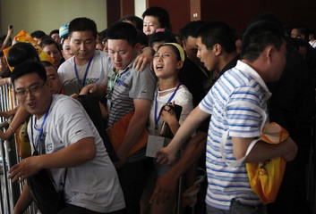 Fans push security personnel as they queue to see NBA Miami Heat's Dwyane Wade ahead of a promotional event for Li Ning's Way of Wade sneakers, in Beijing