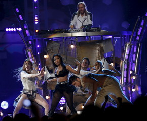 "Nicki Minaj performs ""The Night is Still Young"" at the 2015 Billboard Music Awards in Las Vegas"