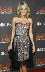 Carrie Underwood arrives at the 2010 People's Choice Awards in Los Angeles