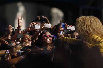 Fans react as Beyonce performs in Central Park during ABC's 'Good Morning America' in New York