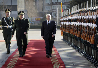 U.S. Secretary of Defense Robert Gates and China's Minister of National Defense General Liang Guanglie inspects honour guards in Beijing