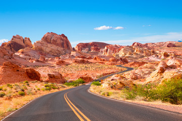 In de dag Natuur Park Road through Valley of Fire State Park in Nevada